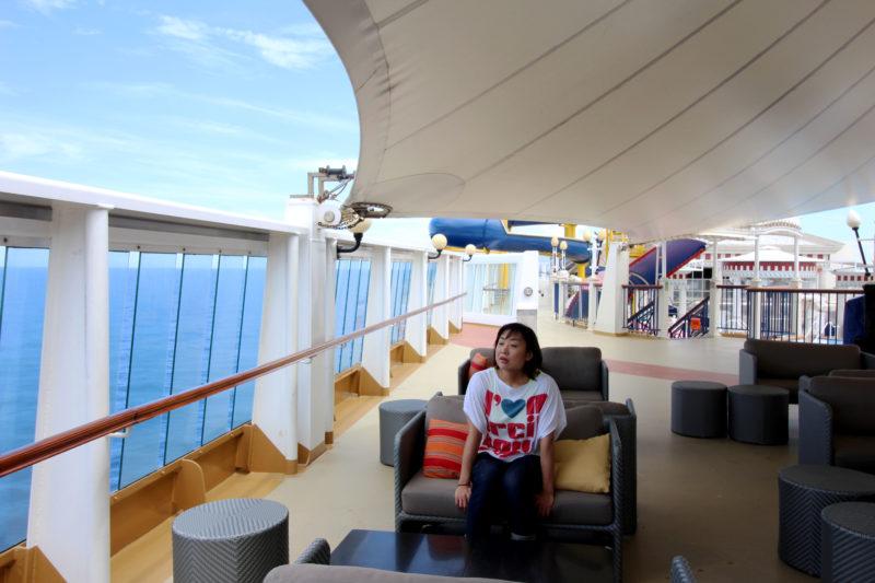 クルーズ船内のカフェテリア