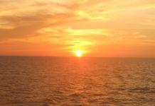 【特集】クルーズ旅行の醍醐味。海に昇る日の出と、海に沈む日の入りの瞬間を見よう!
