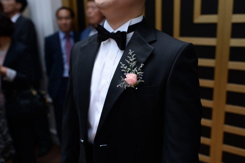 ae72815718d25 クルーズ旅行でドレスコードが「フォーマル」に指定されているイベントに参加する場合は、男性ならばタキシードやダークスーツ、女性ならばイブニングドレス、カクテル  ...